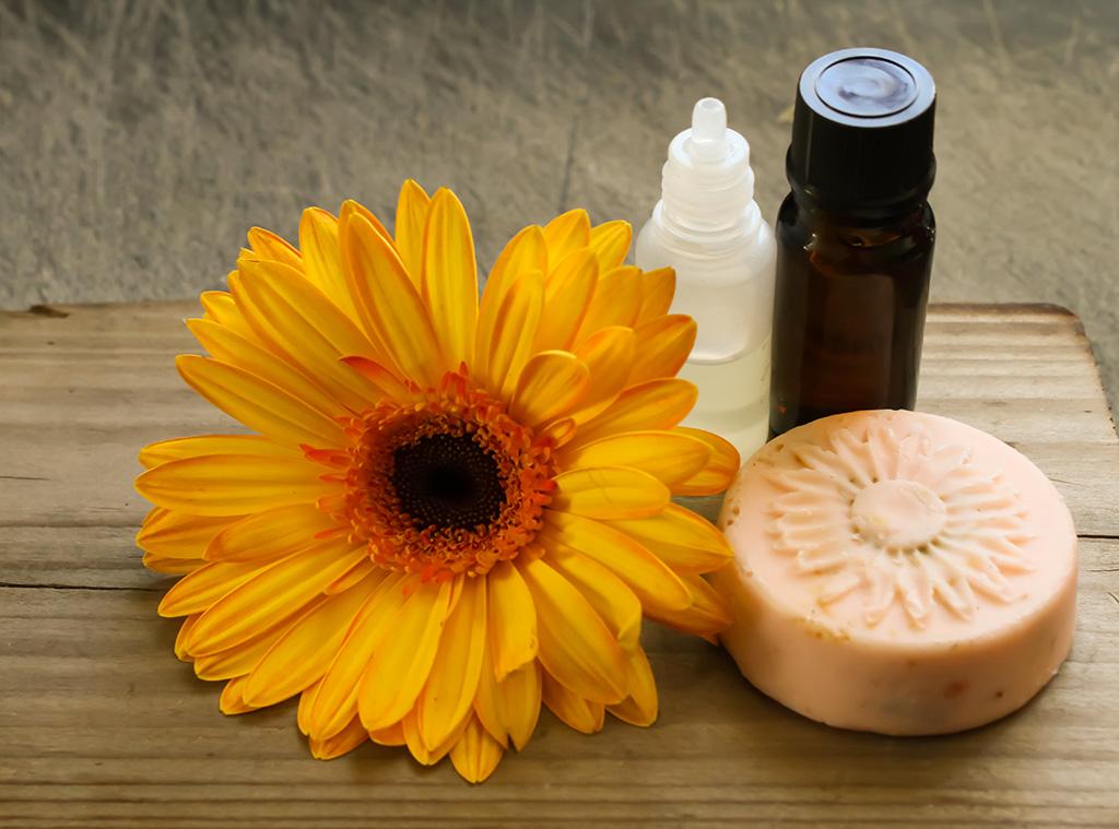 Recette : huile de massage pour bébé