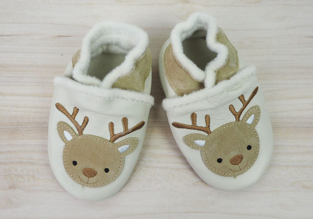 f3cea4e58e2bf Pourquoi mettre des chaussons et des chaussures en cuir souples à bébé